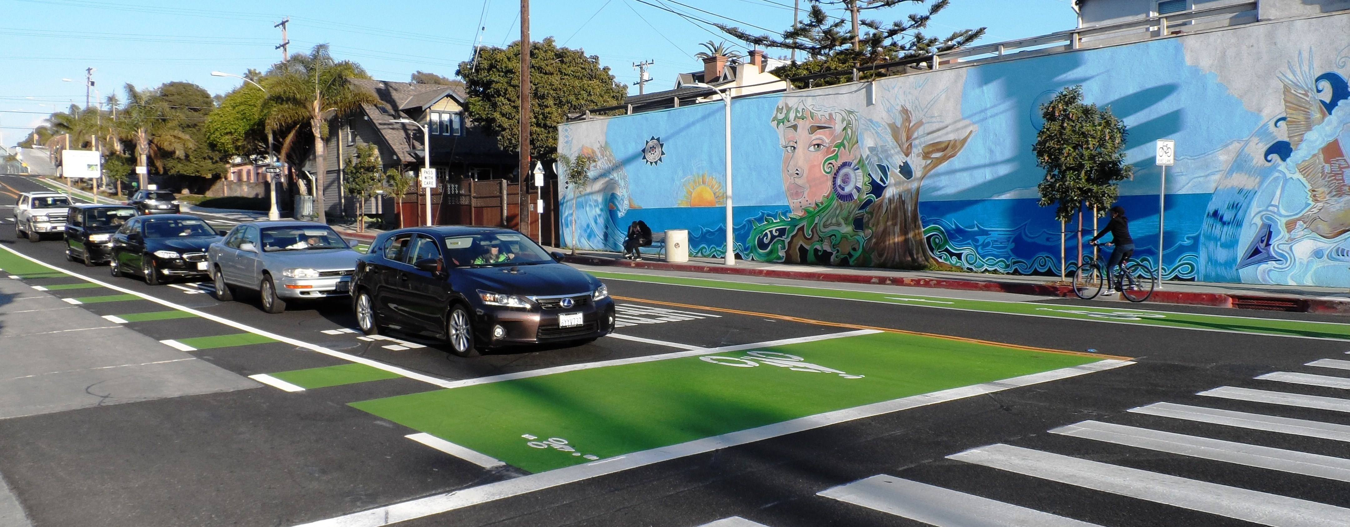 Bike Box Ocean Blvd